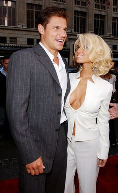 Nick and Jessica before shit hit the fan. | 60 Pictures That Perfectly Capture The 2000s