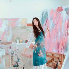 Artist Aesthetic, Aesthetic Girl, Cute Korean Girl, Asian Girl, Book Cover Background, Apink Naeun, Art Hoe, Son Na Eun, Girl Photography Poses