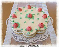 Silvia's Tortenträume: Pfirsich-Mascarpone-Torte mit gespritzten Rosen, Rezept & Beschreibung: https://www.facebook.com/SilviasTortentraeume/posts/784797864954537