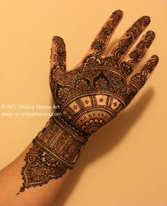 The great artistic work of henna art require imagination. The unique imagination of Nadra Jiffry results in creation of master pieces.