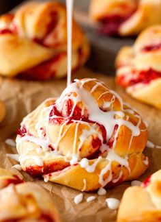 Strawberry Twists completely made from scratch. These breakfast pastries are a r. Strawberry Twists completely made from scratch. These breakfast pastries are a real treat that the whole family will Breakfast Pastries, Breakfast And Brunch, Breakfast Recipes, Brunch Recipes, Cannoli, Pastry Recipes, Cooking Recipes, Pan Rapido, Twisted Recipes