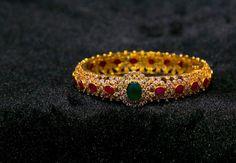 Diamond Bangle With Rubies & Emeralds ~ South India Jewels Plain Gold Bangles, Ruby Bangles, Gold Bangles Design, Gold Earrings Designs, Gold Jewellery Design, Gold Jewelry, Designer Bangles, Jewelry Shop, Diamond Bangle