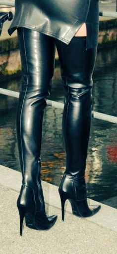 Tight black leather miniskirt and thigh boots outfit tight night out fantasy lace up black hot biker curvy street style Thigh High Boots Heels, Stiletto Boots, Knee Boots, Heeled Boots, High Heels, Black Leather Mini Skirt, High Leather Boots, Crotch Boots, Skirts With Boots