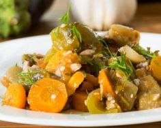 Ratatouille de carottes et courgettes à la menthe : http://www.fourchette-et-bikini.fr/recettes/recettes-minceur/ratatouille-de-carottes-et-courgettes-la-menthe.html