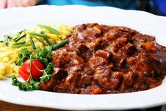 Goulash and home made pasta - Munchen! Goulash, Pasta, Beef, Homemade, Food, Meat, Home Made, Essen, Meals