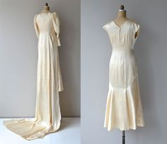 One of the most unique wedding dresses I have seen - vintage 1930s hand made luminous cream silk wedding gown with three pieces. Bias silk dress with stand up, gathered fan collar, cap sleeves, bodice seaming and mermaid hem over cream silk embroidered bias cut slip and expertly sewn Regency-style crop front jacket with long mutton sleeves, fabric buttons, fabric button sleeves and long extending train. A really stunning set in amazing condition, looks brand new! ✂-----Measurements  fits…