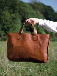 goodliness handbags designer prada 2017 fashion bags 2018 make with a removable padded laptop sleeve Fashion Handbags, Tote Handbags, Fashion Bags, Fashion Moda, Women's Fashion, Luxury Handbags, Leather Purses, Leather Handbags, Leather Totes