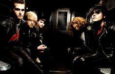 NOSTALGIA: My Chemical Romance lança sua última música: Fake Your Death.