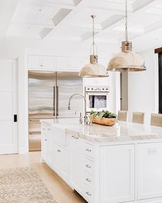 #interiorinspiration #kitchen #whitekitchen #decor #desing