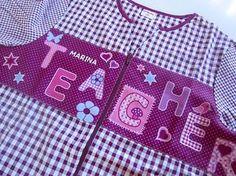 """Bata de maestra """"Teacher Berenjena"""" personalizada"""