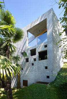An Erratic Boulder: House at Lago Maggiore - DETAIL-online.com - the portal for architecture