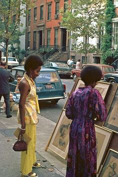 Afro: The Popular Hairstyle of African-American People in the Late and ~ vintage everyday Vintage New York, Vintage Mode, Vintage 70s, 70s Fashion, New York Fashion, 70s Vintage Fashion, Hippie Fashion, Fashion Black, African American Fashion