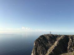 Ponoćno sunce na Nordkappu, najsjevernijoj točci Europe - Okusi.eu Kirkenes, Midnight Sun, Norway, Road Trip, Europe, Ocean, Mountains, Water, Travel
