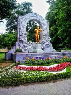 stadtpark / wien / austria - photo by koto serdar bulgu Monuments, Old Town, Vienna, Austria, Fountain, Sculptures, Outdoor Decor, Photos, Time Travel