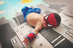 Baby Spiderman is one adorable tiny web-slinger - 37 Newborns Wearing Adorable Geek Baby Clothes Is Going to Melt Your Geeky Heart Foto Newborn, Newborn Baby Photos, Baby Poses, Newborn Pictures, Baby Pictures, Newborn Session, So Cute Baby, Baby Kind, Cute Babies