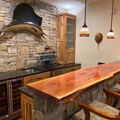 Rustic Basement Bar, Basement Bar Designs, Home Bar Designs, Small Basement Bars, Rustic Cabin Kitchens, Log Home Kitchens, Rustic Kitchen Design, Live Edge Countertop, Wood Slab Countertop