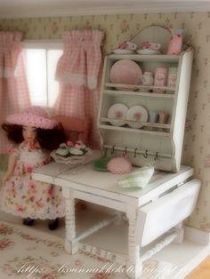 Mint green kitchen shelf ... Lissun nukkekoti, Lissu's dollhouse: Mintunvihreä hylly Shabby chic-tyyliin...