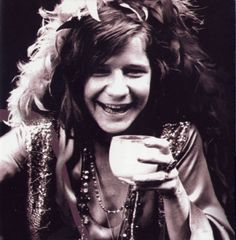 Listens to Janis Joplin while waiting for her turkey to roast. Recalls her own success as a singer but never signed a contract because of a guy she was in love with. Janis Joplin, Rock And Roll, Rainha Do Rock, Jimi Hendricks, Mazzy Star, Acid Rock, Big Brother, Blues Artists, Music Artists