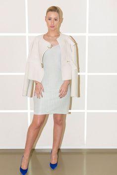 Pin for Later: Elle Fanning und Angelina Jolie beweisen, dass sich Gegensätze anziehen Iggy Azalea Iggy Azalea Backstage bei der Calvin Klein Frühlings-Kollektion für Männer 2015.