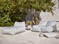 The showstopper of our outdoor beanbag collection, our sofa inspired beanbag in soft grey will make a fabulous addition to your garden or terrace. Perfect for cosying up by an outdoor brazier in the cool summer evenings or bring inside as an additional s Outdoor Beds, Outdoor Bean Bag, Outdoor Garden Furniture, Outdoor Gardens, Indoor Outdoor, Outdoor Decor, Bean Bag Lounger, Bean Bag Sofa, Sun Lounger