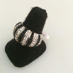 http://littlemich.com/wp-content/uploads/2015/03/IMG_3737-1024x1024.jpg Anillo Fashion Piedras Negras y Circonias #Joyería #Bisutería - http://littlemich.com/tienda/anillos/anillo-fashion-piedras-negras-y-circonias/
