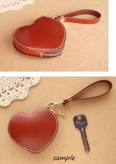 【受注製作】コインケース ハート 赤茶レザー/ヌメ革 Leather Art, Leather Gifts, Leather Jewelry, Leather Purses, Leather Wallet, Leather Handbags, Leather Diy Crafts, Leather Projects, Leather Bag Pattern