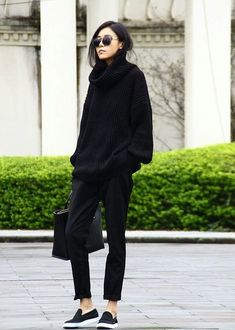 All black outfit / Street style fashion / fashion week week Fashion Details, Look Fashion, Korean Fashion, Net Fashion, Fashion Black, Fashion Ideas, Trendy Fashion, Womens Fashion, Korean Street Fashion Urban Chic