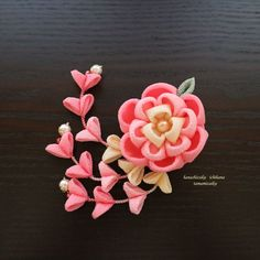 ハンドメイドマーケット+minne(ミンネ)|+COP様オーダー 大きなお花の花飾り 下がり付 桃色 つまみ細工 コサージュクリップ