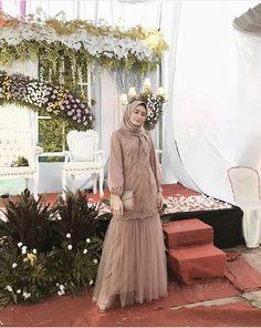 Ideas dress brokat putih Source by brokat Dress Muslim Modern, Dress Brokat Modern, Muslim Dress, Dress Brokat Muslim, Kebaya Hijab, Kebaya Dress, Kebaya Muslim, Kebaya Modern Hijab, Modest Dresses