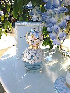 Comment or Re-Pin If You'd Like Us To Do a Big Giveaway! Perfume Review: Marc Jacobs Daisy Dream Eau de Toilette
