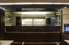 Bar #architecture #hotel #interior #chalet #apartment Architekt: HolzBox Tirol, Foto: Gerda Eichholzer Box, Bathroom Lighting, Mirror, Furniture, Design, Home Decor, Apartments, Homes, Bathroom Light Fittings