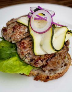 Elgkarbonader Nordic Recipe, Salmon Burgers, Sausage, Good Food, Meat, Ethnic Recipes, Moose, Kitchens, Sausages