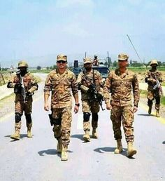 Pak Army Soldiers, Pakistan Armed Forces, The Few The Proud, Army Infantry, Pakistan Army, Army Love, First Love, Handsome, Military