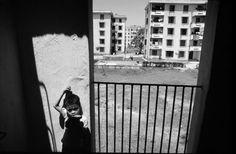 Khu chung cư do CHDC Đức (cũ) xây dựng tại Vinh, thành phố miền Trung đã bị tàn phá nặng nề trong chiến tranh Việt Nam.1980