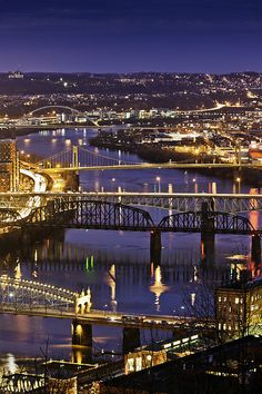 Pittsburgh bridges over Allegheny River at night, Pittsburgh, Pennsylvania, Mid-Atlantic USA_ USA