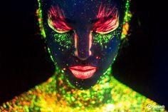 O fotógrafo capixaba Hid Saib começou essa série de fotografias há 3 anos, se trata da pintura corporal em modelos que quando expostos a luz negra criam efeitos luminescentes numa explosão de brilh…