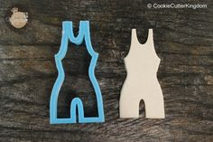Pinned for the victory! Time to get off the mat and eat some wrestling themed cookies. Our Wrestling Singlet Uniform cookie cutter is perfect before or after the game to show your support! This wrestl