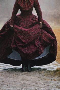 (via Pin by umla umla on fashion details Victorian Women, Victorian Gothic, Gothic Lolita, Calamity Jane, Old West, Miss Peregrines Home For Peculiar, Peculiar Children, Crop Image, Enola Holmes