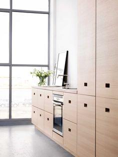 Leter du etter et moderne kjøkken i eik? Kjøkkenserien Magnum fra Drømmekjøkkenet finnes i moderne, hvitpigmentert eik. Finn kjøkkeninspirasjon hos Drømmekjøkkenet!