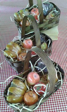 Cesta de mini sabonetes de frutas