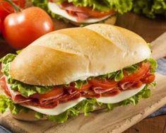 Sandwich italien aux tomates confites, jambon de Parme, pesto et parmesan : http://www.fourchette-et-bikini.fr/recettes/recettes-minceur/sandwich-italien-aux-tomates-confites-jambon-de-parme-pesto-et-parmesan