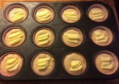 Preparazione dei Muffin allo yogurt con mele e cannella
