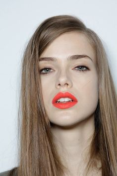 Coral with soft peach eyeshadow. I like her look. Don't think I can pull off lipstick though. would have to actually wear make-up. Beauty Make-up, Beauty Hacks, Hair Beauty, Artist Makeup, Orange Lipstick, Red Lips, Bright Lipstick, Matte Lipstick, Lipsticks