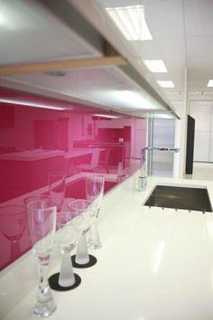 Küchenrückwand aus Glas - beste, glanzvolle Glasarte