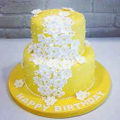 Yellow daffodils cake