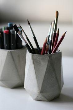 DIY Betonnen pennenbak // via Luftschloesser