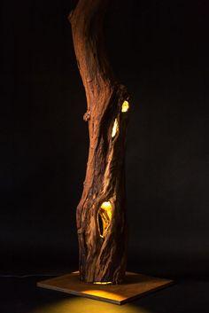 Wood Lamp Light object from a tree trunk Driftwood Lamp, Driftwood Projects, Wood Lamps, Luminaire Original, Diy Luminaire, Deco Nature, Log Furniture, Wood Sculpture, Wood Design