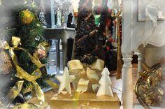 Arbol de Navidad, hecho con distintas piñas - Christmas tree made with different types of pines