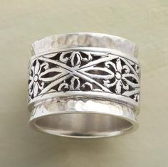 Kind of reminds me of Victory's ring, which I love!