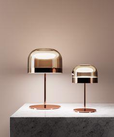 Equatore: réinterprétation avec un goût contemporain des lampes classiques avec abat-jour en verre. Si, dans les abat-jour traditionnels, le diffuseur contient...